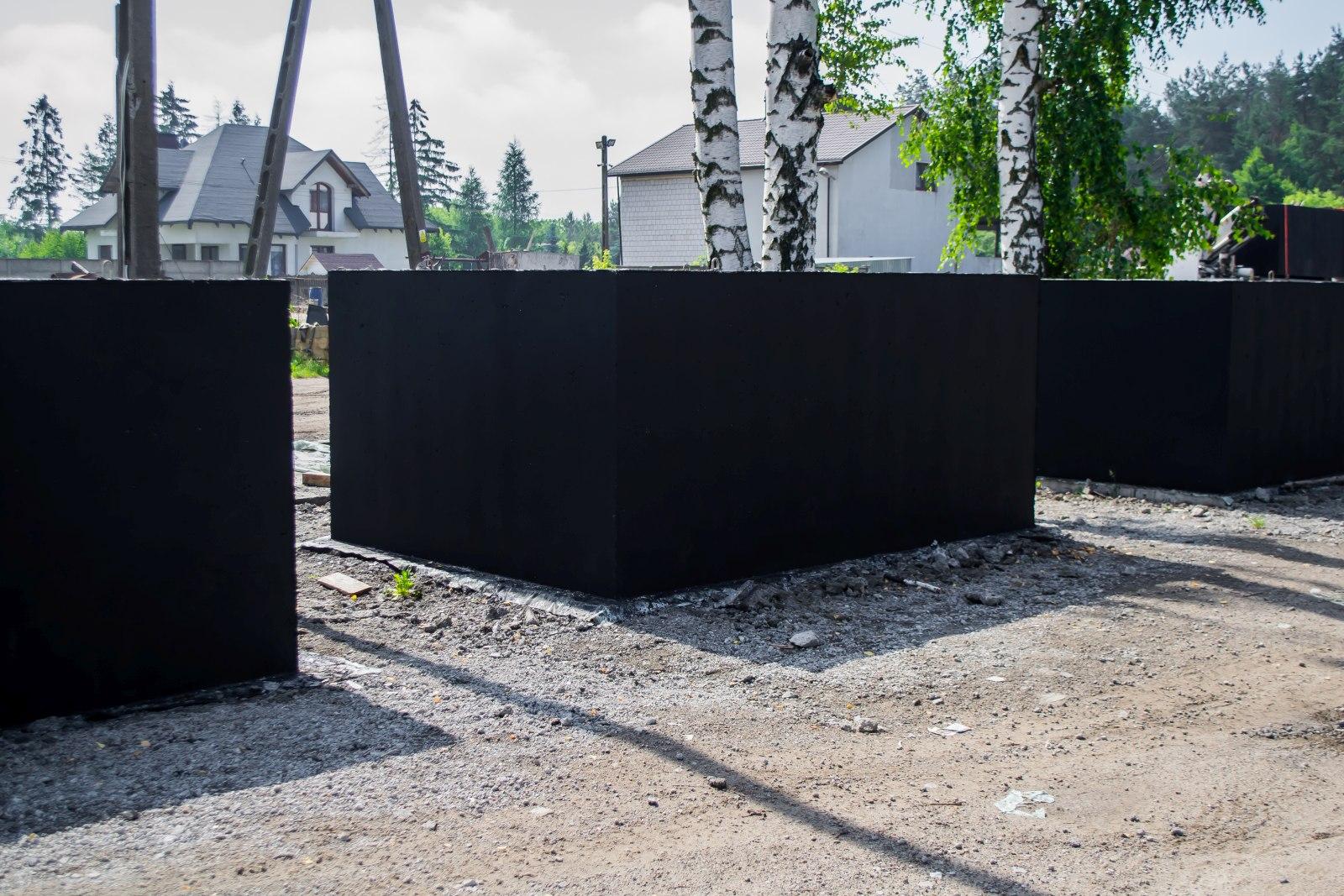 zbiornik na deszczówkę wykonany z betonu